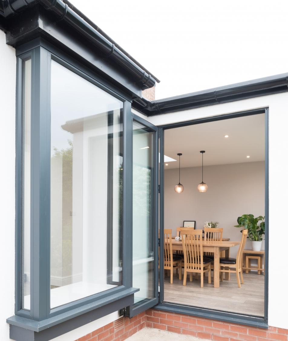 Oriel Window and Bifold Door